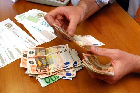 Assistência financeira a todas as pessoas necessitadas