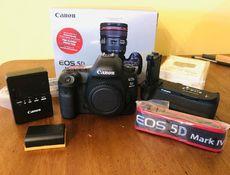 Canon EOS 5D Mark IV / whatsapp: +14433993079